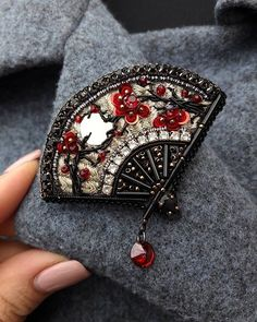 Beaded Jewelry You are in the right place about tambour Beading Here we offer you the most beautiful pictures about the wooden Beading you are looking for. When you examine the Beaded Jewelry part of Bead Embroidery Jewelry, Beaded Embroidery, Bead Jewellery, Beaded Jewelry, Pearl Jewelry, Brooches Handmade, Handmade Jewelry, Bead Crafts, Jewelry Crafts