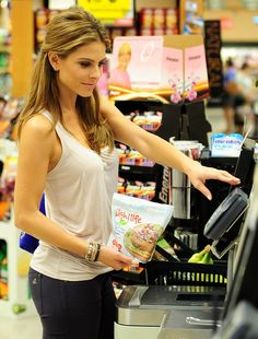 Maria Menounos is a stunning shopper in Beverly Hills