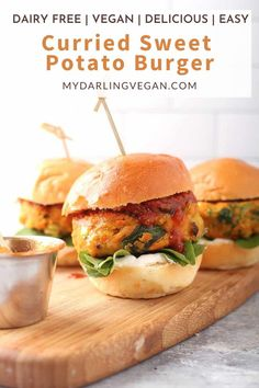 This sweet potato burger is the perfect option for a vegan lunch or dinner! Ready within minutes and so flavorful. #vegan #sweetpotatoburger #mydarlingvegan #easy #recipe Vegan Sweet Potato Burger, Sweet Potato Patties, Sweet Potato Dishes, Easy Vegan Dinner, Delicious Dinner Recipes, Yummy Food, Beef Recipes, Burger Recipes, Healthy Recipes