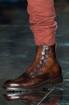 View all the detailed photos of the Berluti men& autumn (fall) & winter 2015 showing at Paris fashion week. Read the article to see the full gallery. Mens Shoes Boots, Men's Shoes, Shoe Boots, Dress Shoes, Brown Leather Boots, Leather Men, Formal Shoes, Casual Shoes, Fashion Shoes