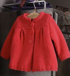 Discover thousands of images about free knitting pattern: free baby girl clothes models 2012 Baby Knitting Patterns, Knitting For Kids, Baby Patterns, Cardigan Bebe, Baby Cardigan, Diy Tricot Gilet, Crochet Baby, Knit Crochet, Baby Coat