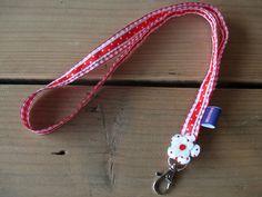 Rood geruit keycord met stippenlint en bloemetje