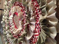 I fell in love the first time I saw this burlap Christmas tree skirt. Going to attempt to make it this year :)