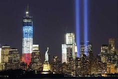 闇に延びる追悼の光 米中枢同時テロから11年 2001年9月11日に発生した米中枢同時テロから11年がたつのに先立つ10日、現場となったニューヨークの世界貿易センタービル(WTC)跡地で追悼の光が天に向かって照らされた様子がこちら。 11日には、全米各地で追悼式典が開かれ、数千人の警官が厳戒態勢を敷く中、犠牲者の遺族らは鎮魂の祈りを捧げました。 by MSN 産経フォト http://photo.sankei.jp.msn.com/kodawari/data/2012/09/0911ny/