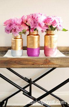 DIY: Glamorous Gold and Glittered Mason Jar Centerpiece #diy #masonjars #centerpiece