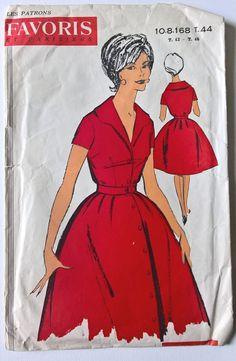 Les patrons Favoris et Parisiens 10.08.168-fabuleuses années 50 femmes col robe taille patron de couture vintage français /taille 44 - 16  Modèle taille unique  C'est probablement un modèle des années 50, je ne peux pas bien sûr car il n'y a pas de date indiqué sur l'enveloppe de motif.  Diagramme de taille---> s'il vous plaît vérifier les photos   Vous pouvez faire cette robe pour une taille 14 ou 18 si vous ajouter ou soustraire cm dans les zones les instructions vous dit de faire. ...