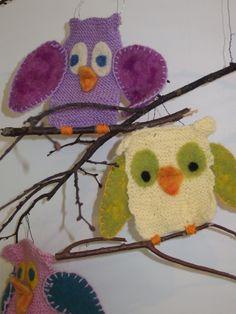 Ei pöllömpää Owls, Arts And Crafts, Crochet Hats, Knitting, Fabric, Handarbeit, Knitting Hats, Tejido, Tela