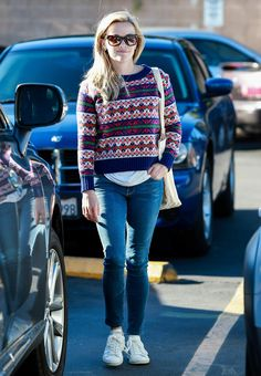 Reese Witherspoon Shopping at Bristol Farms in LA December 13-2014