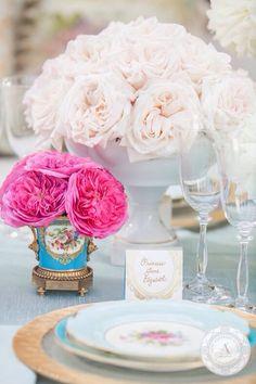 www.anneandersonevents.com A color palette of pinks, creams, blue and gold creates this unique tablesetting. #anneandersonevents #wedding #weddingplanner #weddingplanning #luxuryweddings #weddingdecor  #miamiweddings #muskokaweddings #torontoweddings   La paleta de colores rosados, cremas, azules y dorados crea este diseño de mesa único.  #planeaciondebodas #diseñodebodas #inspiracionbodas #bodasespectaculares #bodasoriginales #bodasmiami #bodastoronto