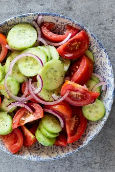 This easy cucumber, tomato and red onion salad is a delicious, refreshing side dish perfect for easy meals and great for summer. #summerrecipe #easysalad #sidedish