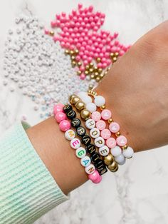 Letter Bead Bracelets, Pony Bead Bracelets, Diy Beaded Bracelets, Making Bracelets With Beads, Kandi Bracelets, Diy Bracelets Easy, Name Bracelet, Bracelet Crafts, Cute Bracelets
