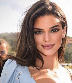 morning my loves 💐 Skin Makeup, Beauty Makeup, Hair Beauty, Dark Hair Makeup, Kendall Jenner Make Up, Kendall Jenner Hair Color, Kendall Jenner Acne, Kendall Jenner Hairstyles, Kendall Jenner Eyebrows