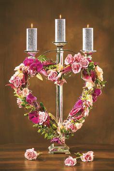 Сердце-подсвечник, праздничная композиция, созданная ко Дню святого Валентина. Огоньки свечей, трогательные сиреневато-розовые цветы помогут создать настроение праздника, на котором царят любовь, красота и нежность.