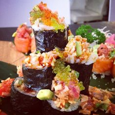 Sushi Tim Volcano Roll! #salmon #tuna #tobiko #avocado #sushi #japanese #yummy #yumyumcha #delhi #selectcitywalk @batasha1 Get the recipe http://x.co/39VMr