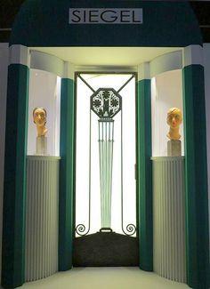 French Art deco: Porte d'entrée du local de l'exposant SIEGEL lors de l'Exposition Internationale des Arts décoratifs et des Techniques industrielles de 1925 à Paris / Reconstitution pour l' Exposition « 1925, quand l'Art Déco séduit le monde », Cité de l'Architecture et du Patrimoine, Paris XVIe, en 2013.