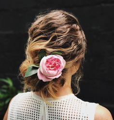 1,085 отметок «Нравится», 2 комментариев — Студия Елены Крыгиной (@kryginastudio) в Instagram: «Romantic mood in #kryginastudio 🌸 Натуральные волны собранные в небрежный низкий пучок - идеальная…»