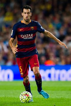 Sergio Busquets of FC Barcelona runs with the ball during the La Liga match between FC Barcelona and Levante UD at Camp Nou on September 20, 2015 in Barcelona, Catalonia.