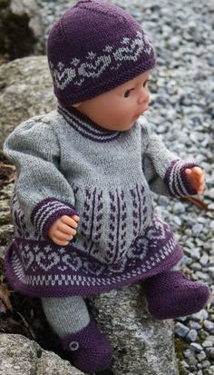 Perfekte Herbst-Outfit für Puppe Anneliese (Diy Clothes For Girls) Knitting Dolls Clothes, Knitted Dolls, Doll Clothes Patterns, Doll Patterns, Clothing Patterns, Baby Born Clothes, Girl Doll Clothes, Barbie Clothes, Girl Dolls