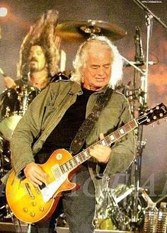 Jimmy Page playing with the Foo Fighters---Dave Grohl on drums behind him---London, Rock And Roll Bands, Rock N Roll, The Yardbirds, John Bonham, Classic Tv, Classic Rock, Rock Music, Music Music, Music Notes