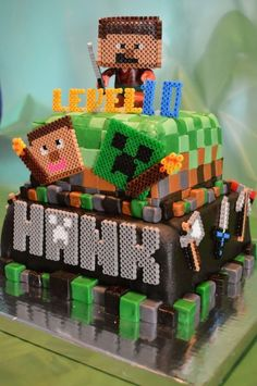 minecraft cake | Minecraft cake...like the idea of creating creeper/steve/etc ... | Cr ...
