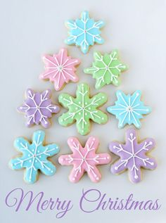 The most amazing collection of decorated Christmas cookies! Includes all the recipes and directions you'll need to make beautiful Christmas cookies! Cookies Cupcake, Cupcakes, Fancy Cookies, Cut Out Cookies, Christmas Goodies, Christmas Treats, Merry Christmas, Rolled Sugar Cookie Recipe, Sugar Cookies Recipe