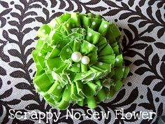 How to Make Fabric Flowers – 7 Easy No Sew Tutorials featured on Living Locurto idea, tutorials, headband, crafti, nosew flower, bow, flower tutorial, hair, diy fabric flowers no sew