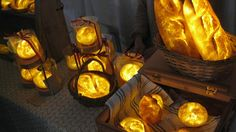 Neat decor idea for the holidays: glowing bread lamps. http://www.cubebreaker.com/glowing-bread-lamps/