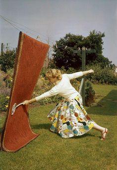 Ha ha, voorjaarsschoonmaak met de mattenklopper..leg dat je kinderen maar eens uit