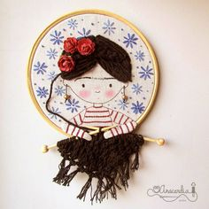 Ela pensa com o coração e faz chover sonhos 😊💗🌨️ Hand Embroidery Art, Cross Stitch Embroidery, Embroidery Patterns, Idee Diy, Yarn Bombing, Satin Stitch, Fabric Dolls, Needlework, Arts And Crafts