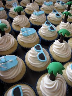 The (Formerly) Reluctant Wedding Planner: Fun Wedding Cupcakes: Beach-Themed Shower Treats Beach Wedding Cupcakes, Beach Theme Cupcakes, Bridal Shower Cupcakes, Themed Cupcakes, Shower Cakes, Wedding Beach, Beach Party, Wedding Desserts, Beach Weddings