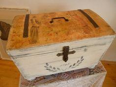 antike Truhe von Petruschka`s Möbelstübchen  auf DaWanda.com