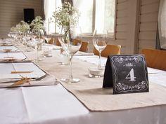 rustiikki hääkattaus Rustic Wedding, Table Settings, Table Decorations, Furniture, Home Decor, Weddings, Decoration Home, Room Decor, Place Settings