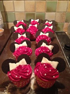 Mini Mouse Cupcakes :)