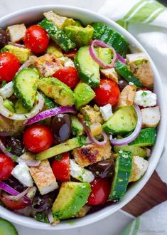 An amazing Cucumber Avocado Salad with flavorful Greek Chicken, sweet tomatoes, red onion, olives and feta. Loaded with Mediterranean flavors and creamy avocado this salad is perfect addition to your Summer Dinner Menu. Cucumber Avocado Salad, Avocado Salad Recipes, Avocado Chicken Salad, Chicken Salad Recipes, Chicken Salads, Avocado Toast, Cauliflower Salad, Tuna Salad, Fruit Salad