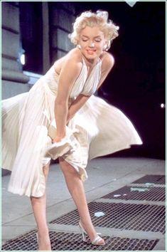 Marylin Monroe MARAVILHOSA na cena do filme em que sua saia é levantada pelo vento.