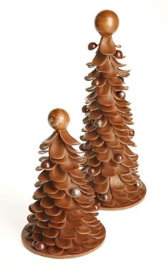 Chocolate Sculpture - but I'm thinking this could be made with pinecones Chocolate Christmas Gifts, Christmas Tree Chocolates, Chocolate Tree, Chocolate Work, Chocolate Flowers, Chocolate Heaven, Chocolate Sweets, Chocolate Gifts, Christmas Desserts