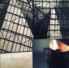 sam  zerunianandweisz. copper handmade @mirror_interiors Handmade Mirrors, Louvre, Copper, Interiors, Decoration Home, Brass, Decor, Deco