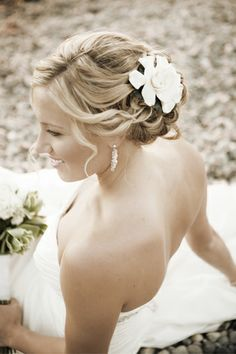Wedding hair with flower.