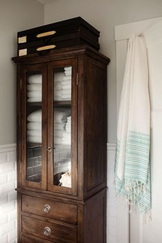 antique wood bathroom storage cabinet is part of Bathroom standing cabinet - Bad Inspiration, Bathroom Inspiration, Bathroom Standing Cabinet, Free Standing Cabinets, Home Structure, Bathroom Furniture, Bathroom Cabinets, Wood Bathroom, Bathroom Freestanding Cabinets