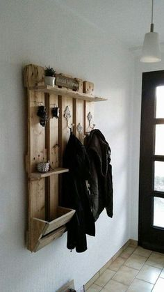 No idea who had this pallet idea for the hallway but it& a good maybe stil., idea who had this pallet idea for the hallway but it& a good maybe still modifiable by a clothes rail under the top board. Wooden Pallet Shelves, Wooden Pallets, Pallet Furniture Wardrobe, Diy Furniture, Palette Diy, Palette Shelf, Clothes Rail, Diy Pallet Projects, Pallet Ideas