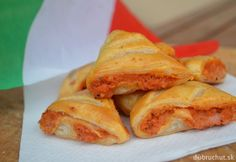 """Fotorecept: Pizzové """"fornetti"""" Cake Recipes, Snack Recipes, Snacks, Italian Recipes, Chips, Food And Drink, Pizza, Bread, Cooking"""