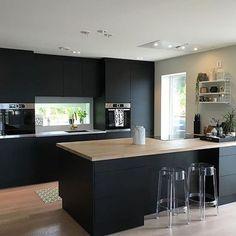all wood kitchen Kitchen Room Design, Modern Kitchen Design, Home Decor Kitchen, Interior Design Kitchen, Kitchen Furniture, New Kitchen, Home Kitchens, Kitchen Office, Black Kitchens
