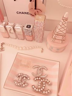 Coco Chanel oh so French and oh so Pink Source by shysart aesthetic Rose Gold Aesthetic, Baby Pink Aesthetic, Boujee Aesthetic, Aesthetic Collage, Aesthetic Pictures, Aesthetic Hoodie, Aesthetic Pastel Wallpaper, Pink Wallpaper, Aesthetic Wallpapers