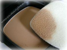 La cipria minerale bareMinerals Ready si chiama Touch Up Veil ed è disponibile in due tonalità, adatte ad ogni tipo di pelle (e ad ogni età ; ) )