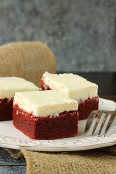 Red Velvet Brownies with Cream Cheese Frosting Brownie Recipes, Cake Recipes, Dessert Recipes, Cheese Recipes, Snack Recipes, Just Desserts, Delicious Desserts, Yummy Food, Cupcakes
