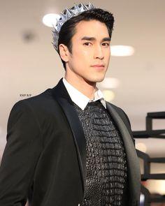 Prince nadech kugimiya Actors Male, Alex O'loughlin, Thai Drama, The Crown, Asian Boys, Luhan, Cute Guys, Crushes, Celebrities