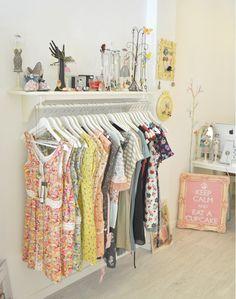 decoracion vintage para tienda de ropa - Buscar con Google
