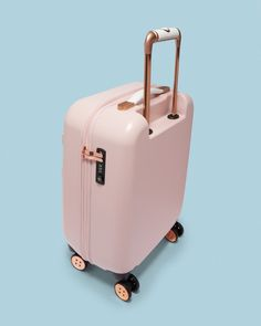 Carry-On Closet – Suitcase with built in shelves – Best Fashion Advice of All Time Pink Suitcase, Large Suitcase, Suitcase Packing, Packing Lists, Girls Luggage, Cute Luggage, Luggage Bags, Travel Luggage, Travel Bags