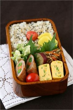 Slowly every day. Lunch Box Bento, Sac Lunch, Bento Recipes, Cooking Recipes, Cute Food, Yummy Food, Little Lunch, Aesthetic Food, Asian Recipes