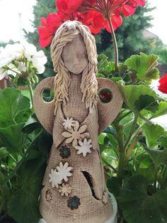 keramická panenka Pottery Angels, Clay, Sculpture, Christmas Ornaments, Hair, Crafts, Ideas, Christmas Angels, Etchings
